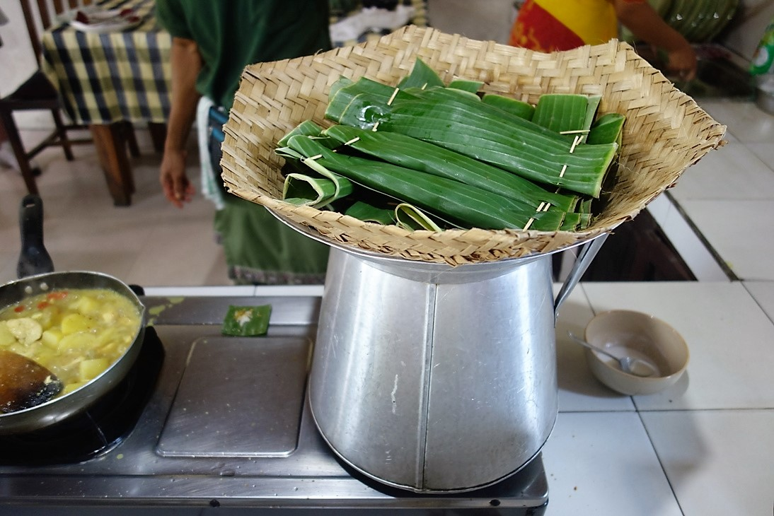 Tuna in banana leaves